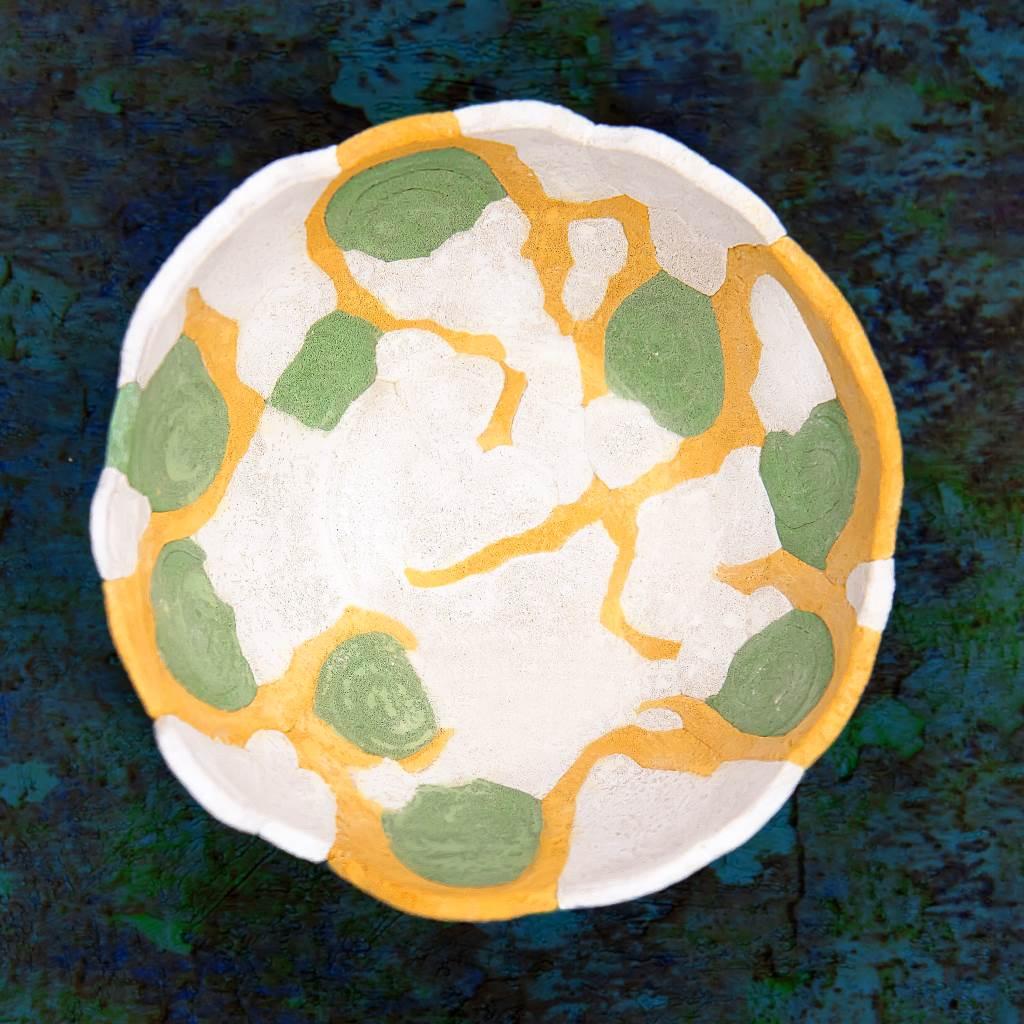 Knetbeton bunte Schale mit farbpigmenten